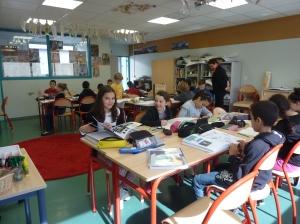 les élèves de CM 1 dans leur classe